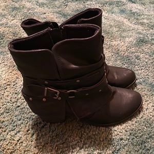 Very cute ankle boots